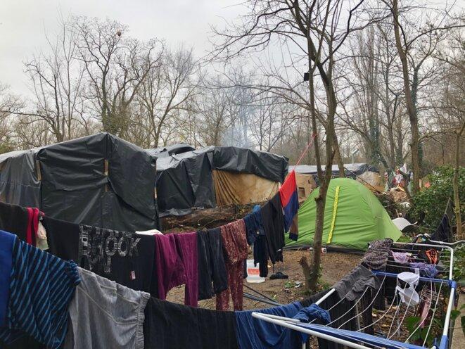 Campement actuel à Toulouse, en bord de Garonne [Photo Thomas Couderette]