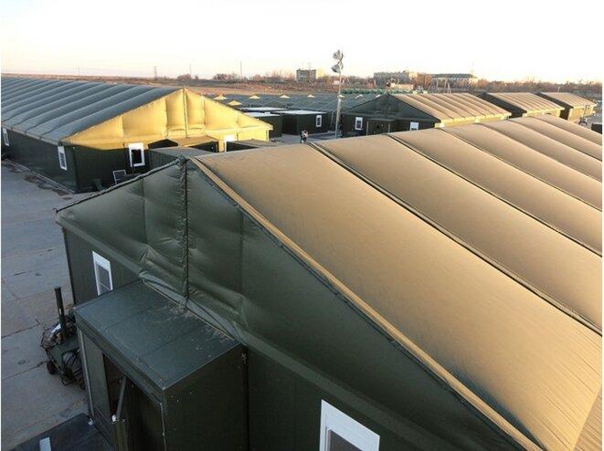 Tentes militaires pouvant héberger des sans-abri [immoz.info]