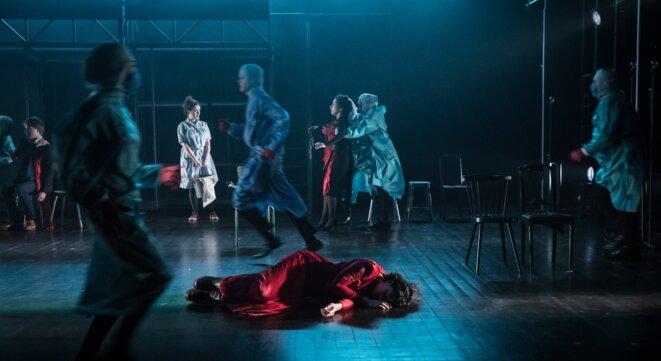 """Scène du spectacle """"Le nid de cendres"""" © Simon Gosselin"""