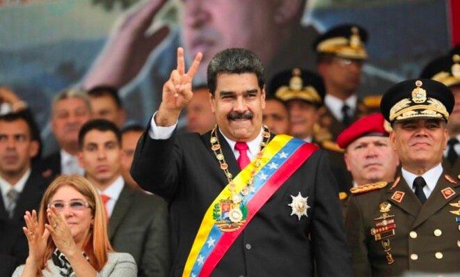 El general Vladimir Padrino López (a la derecha), ministro de Defensa, ha asegurado a Nicolás Maduro el apoyo del Ejército. © Reuters