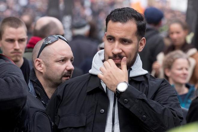 Alexandre Benalla et, au second plan, Vincent Crase, le 1er mai 2018, à Paris. © Reuters