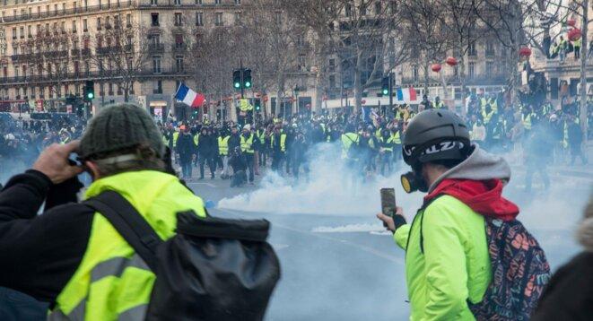 Des heurts eclatent place de la république à Paris, lors de l'acte 12 de mobilisation des gilets jaunes © Christian DROUET