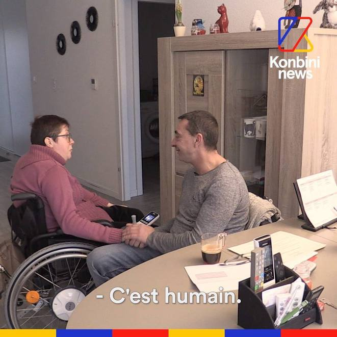 Peggy vit en fauteuil, Mickaël est son assistant sexuel © kombini