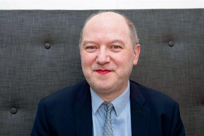 Denis Baupin posant avec du rouge à lèvres, en mars 2016, pour une campagne contre les violences faites aux femmes.