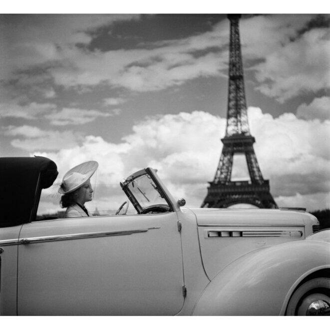 Femme en Chrysler Paris 1938 © Boris Lipnitzki/Roger-Viollet