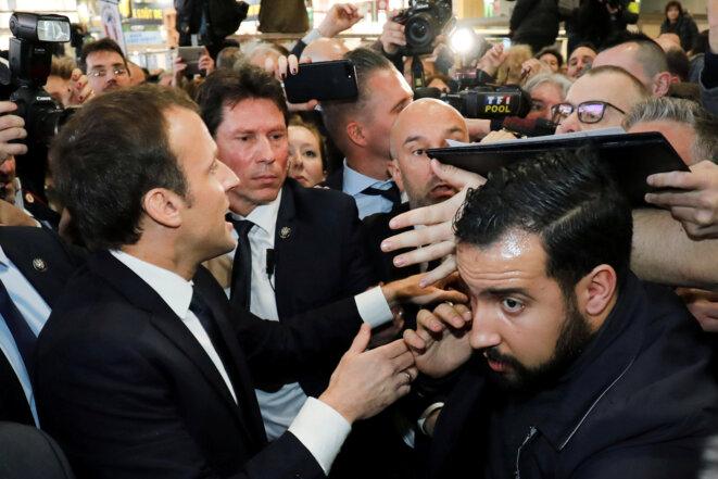 Emmanuel Macron avec Alexandre Benalla et Christian Guédon, lors de la 55e édition du salon de l'Agriculture, le 24 février 2018. © Ludovic Marin/Reuters