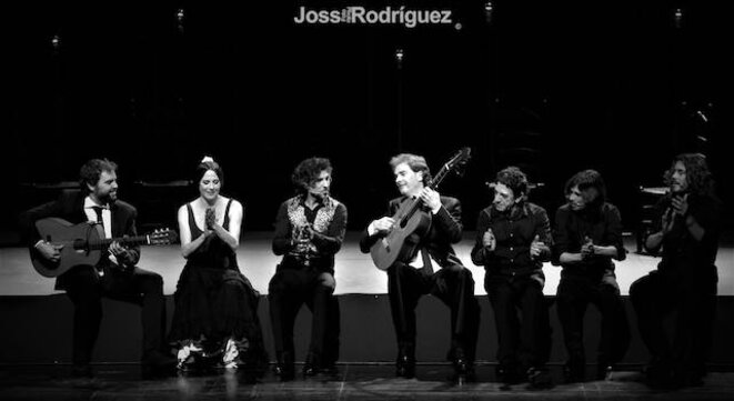 Arcangel entouré par Dani de Morón, La Piñona, Salvador Gutiérrez, el Pecas et Los Los Makarines © Joss Rodriguez
