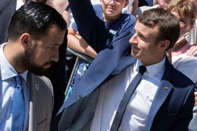 Alexandre Benalla et Emmanuel Macron au Touquet (Pas-de-Calais), en juin 2017. © Philippe Wojazer / Reuters