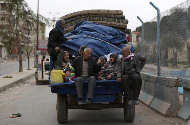 Des habitants d'Afrin fuyant leur ville, le 24 mars 2018. © Reuters