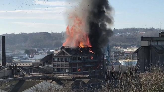 L'explosion de l'usine Saipol à Dieppe, le 17 février 2018. © Photo extraite d'une vidéo amateur