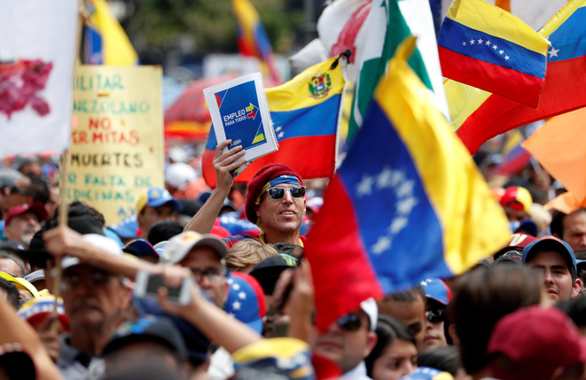 Des opposants à Nicolas Maduro le 12 février 2019 à Caracas © Carlos Garcia Rawlins / Reuters.