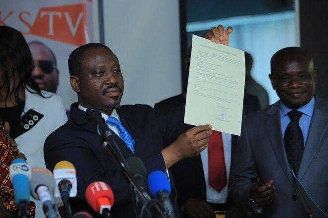 Guillaume Soro présentant le document fondateur du Comité Politique le 15 février à Abidjan