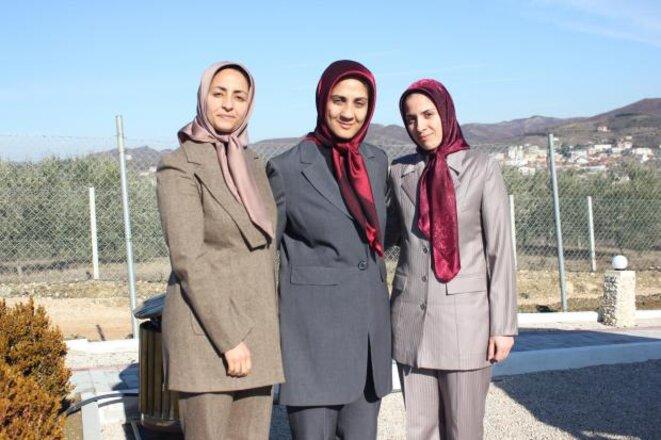 A partir de la gauche: Forough Moezzi, Sima Bagherzadeh and Parvin Poureghbalie