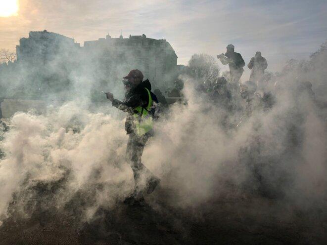 Lors de la dispersion de la manifestation des gilets jaunes aux Invalides le 16 février 2019. © Karl Laske