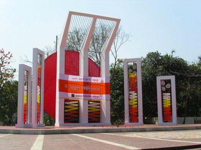 shaheed-minar-roehl