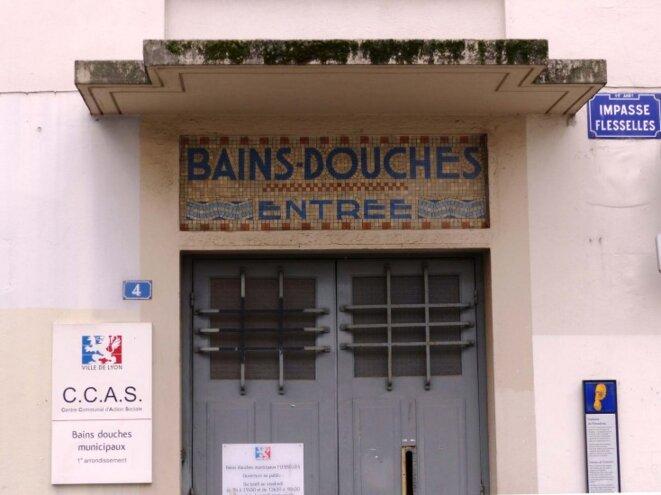 fermeteure-bains-douche-lavoir-public-ville-lyon-ccas-flesselles-734x550