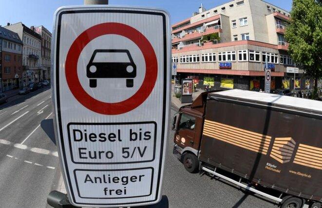 L'interdiction faite aux véhicules diesels de circuler dans le centre-ville de Hambourg est entrée en vigueur le 1er mai 2018. © Reuters