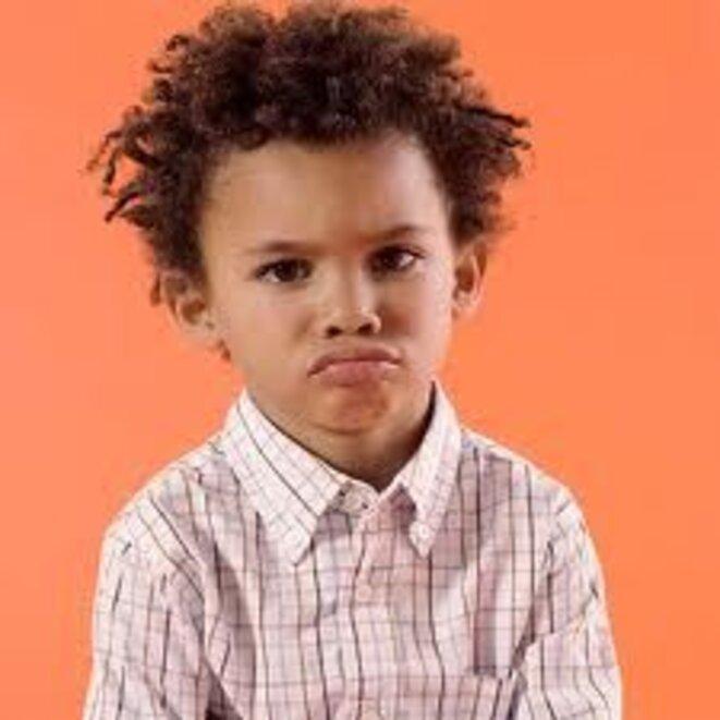 enfant-noir-boudeur