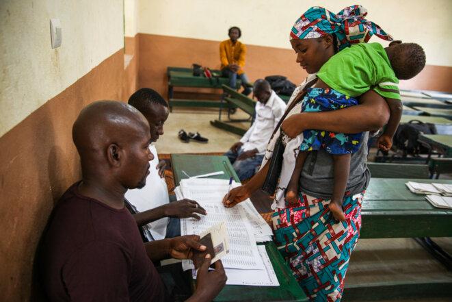 Distribution des cartes biométriques, au Mali, en juillet 2018 © Luca Pistone