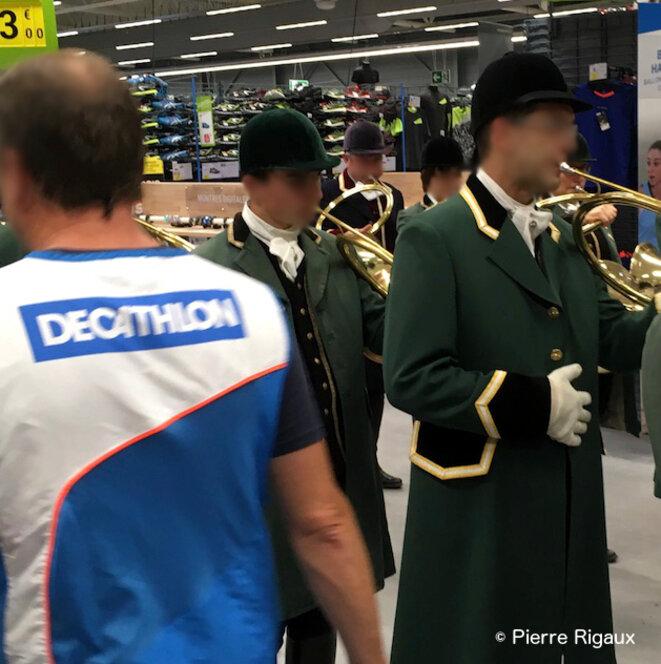 Fête de la chasse dans un magasin Decathlon © Pierre Rigaux