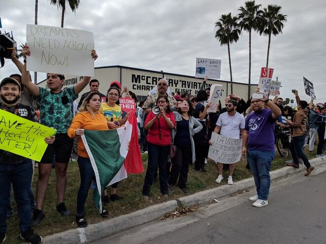 Movilización del movimiento « No Border Wall » contra Donald Trump en McAllen, el 10 de enero de 2019. © RGV No Border Wall