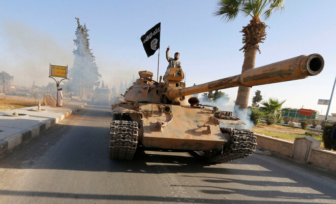 Los combatientes de Daech en Raqqa en 2014. © Reuters