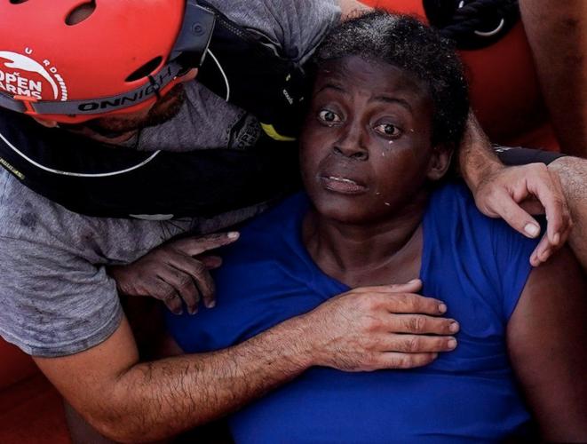 Josepha, seule survivante d'un naufrage au large de la Libye, secourue par l'équipage de l'«Open Arms» après des heures dans l'eau, en juillet 2018. © Reuters