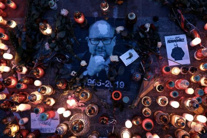Hommage à Paweł Adamowicz, le 19 janvier à Cracovie. © Agencja Gazeta/Jakub Porzycki via REUTERS