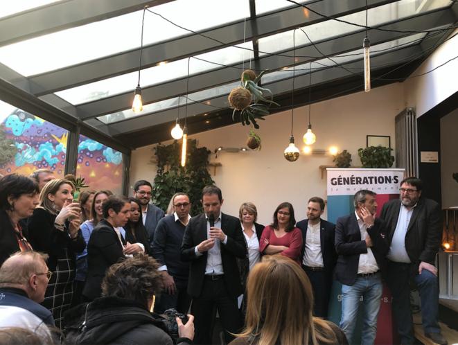 Benoît Hamon, entouré des candidats aux européennes. © PG