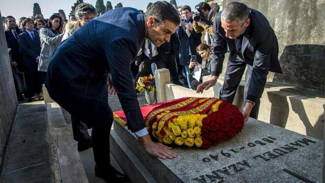 Pedro Sanchez, devant la tombe de Manuel Azaña, à Montauban