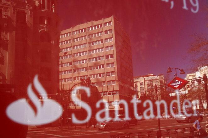 Una oficina del Santander, en Madrid en 2016. © Juan Medina/Reuters