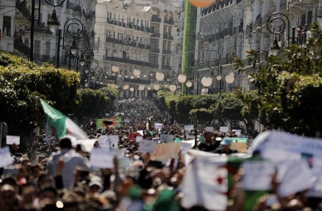 À Alger, le vendredi 1er mars. © REUTERS/Zohra Bensemra