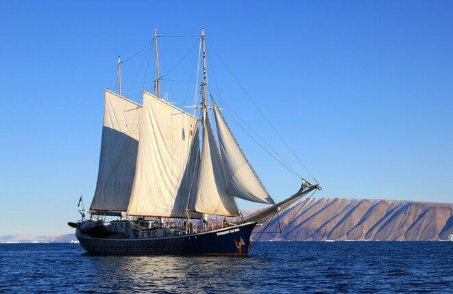 sailboat-459794-960-720