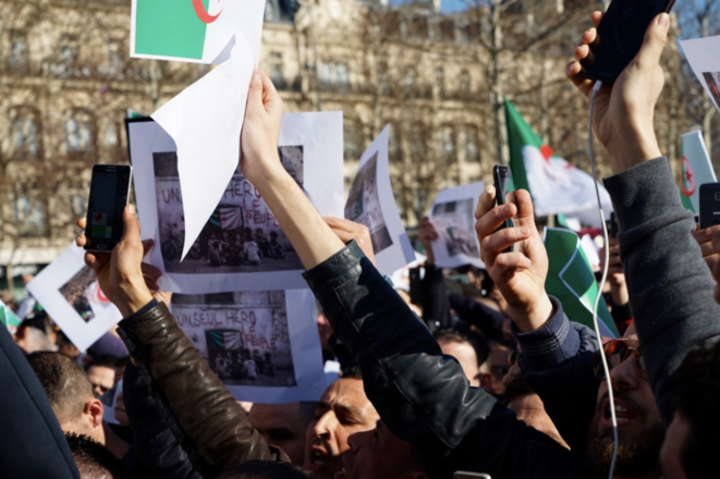Manifestation contre un cinquième mandat à Paris. © Rachida El Azzouzi