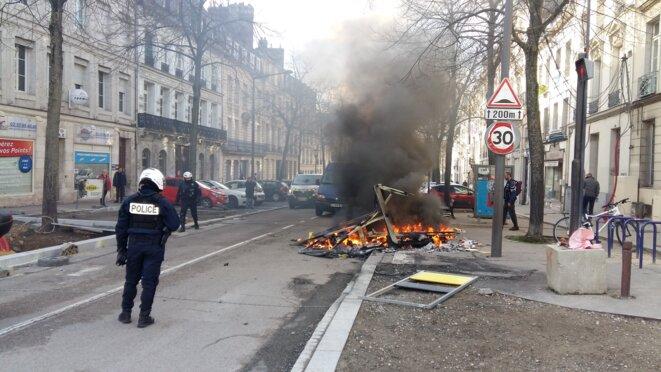 Incendie de matériaux de chantier près du boulevard des Belges à Rouen © Jean-Charles Houel