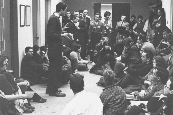 Bernie Sanders (au centre), lors du sit-in de l'université de Chicago, en janvier 1962. © DR
