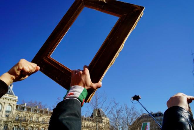 Un cadre vide, symbole de la présidence de Bouteflika. © Rachida El Azzouzi