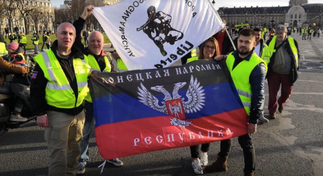 Screen grab from the Facebook page of Sergei Munier, a follower of former soldier Victor Lenta, at a 'yellow vest' protest. © DR