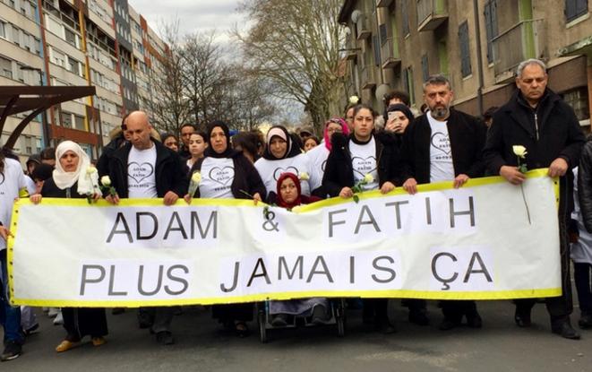 Marche blanche en hommage à Adam et Fatih, quartier Mistral de Grenoble, mercredi 6 mars 2019. © PP