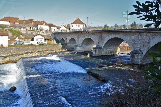Saint-Genix-sur-Guiers (Savoie) : un pont qui séparait jadis la France de l'Italie © Patrice Morel (février 2019)