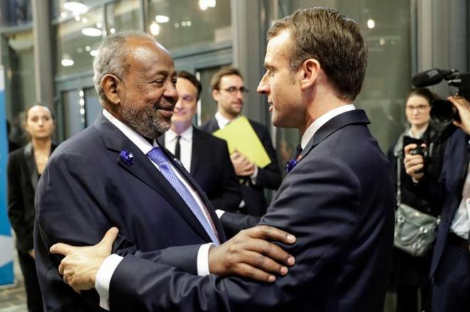 Le président djiboutien Ismaïl Omar Guelleh et le président français Emmanuel Macron le 11 novembre 2018, à Paris. © Reuters