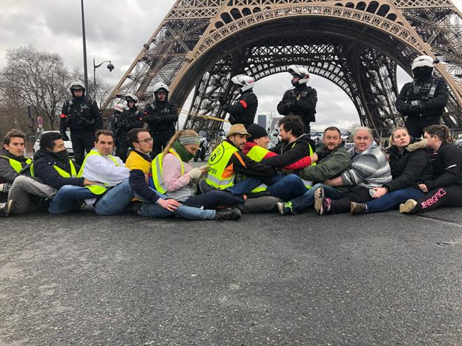 Lors du blocage du pont d'Iéna samedi matin. © CG