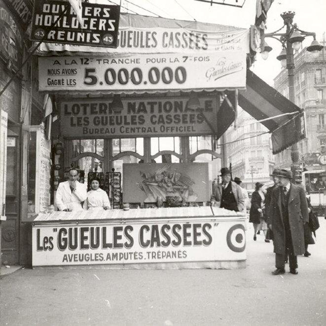 Boutique de jeux à Marseille © Coll. Fondation des Gueules cassées