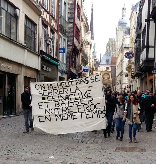 Dans la rue du Gros horloge à Rouen © Jean-Charles Houel