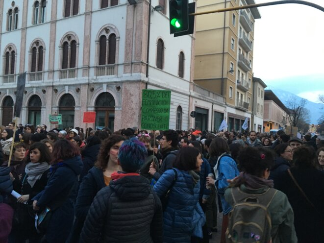 """""""80,5% des féminicides sont commis par le partenaire ou des personnes connues"""", lors de la manifestation à Trente, 8 mars 2019 © Clément Luy"""
