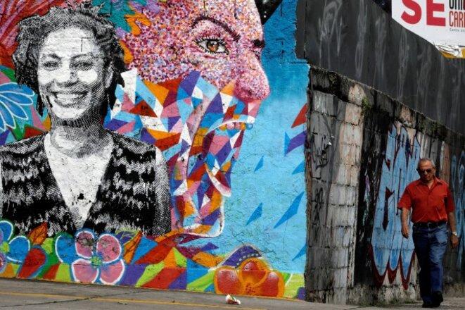 Une murale commémorant Marielle Franco réalisée près du lieu de son assassinat. © Reuters