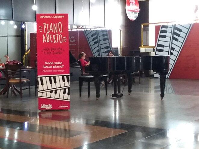 Piano aberto no Liberty Mall de Brasilia © Jean Claude Aldonce