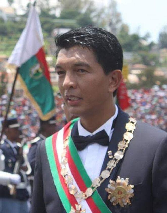 D'un autoritarisme frénétique, Andry Rajoelina, il mate, avec la complicité de la force de l'ordre malgache, toute velléité de manifestations de revendications démocratiques. Les arrestations sont les quotidiens des malgaches depuis son accession à la tête de l'État, tout est verrouillé, y compris les médias et presses.