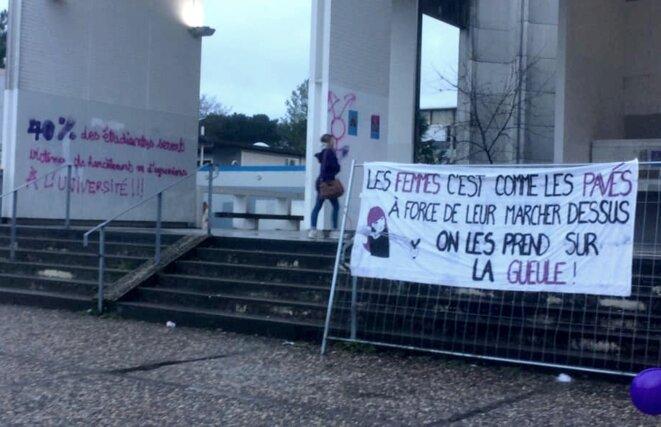Université de Bordeaux, 8 mars 2019. 40% des étudiantes seront victimes de harcèlement ou d'agressions à l'université. Nous revendiquons : l'annulation du Gala montequieu, l'exclusion des profs agresseurs et harceleurs, des lumières sur le campus le soir.