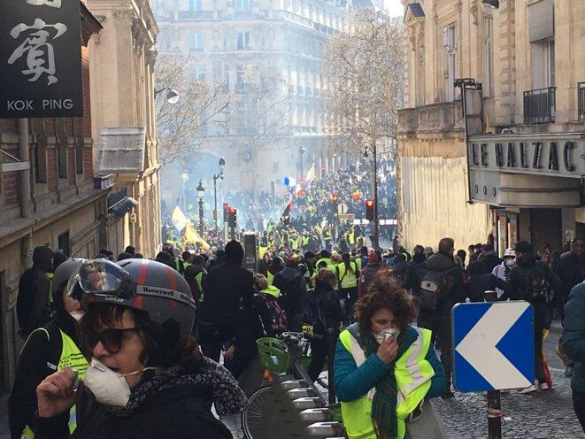 Dans l'une des rues menant aux Champs-Élysées, le 16 mars 2019. © MG